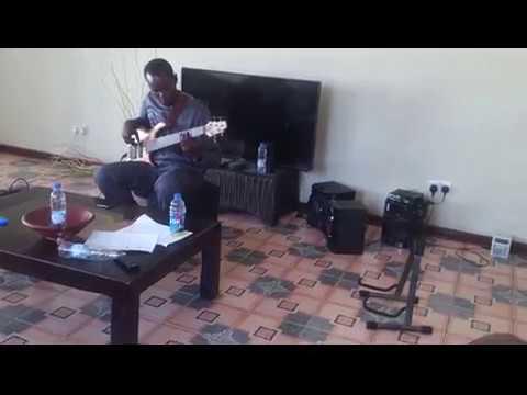 Spirit Of Praise 6 feat  Dumi Mkokstad   Ungenzela Konk'okuhle (bass cover)