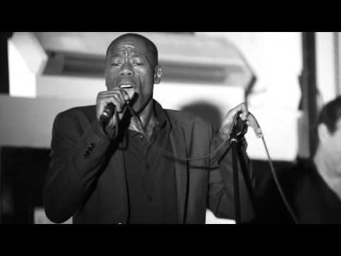 Andrew Roachford - Cuddly Toy (Live at Karamel, Chocolate Factory 2)