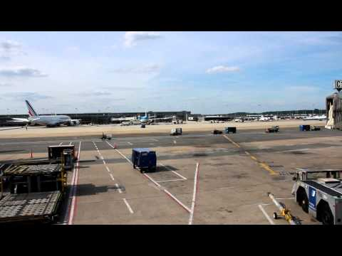 AIRPORT ACTIVITY SCENE - WASHINGTON DULLES INTERNATIONAL