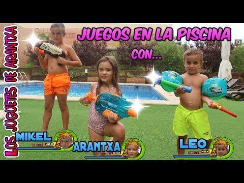 Juegos en la piscina con Mikel y Leo de Mikeltube
