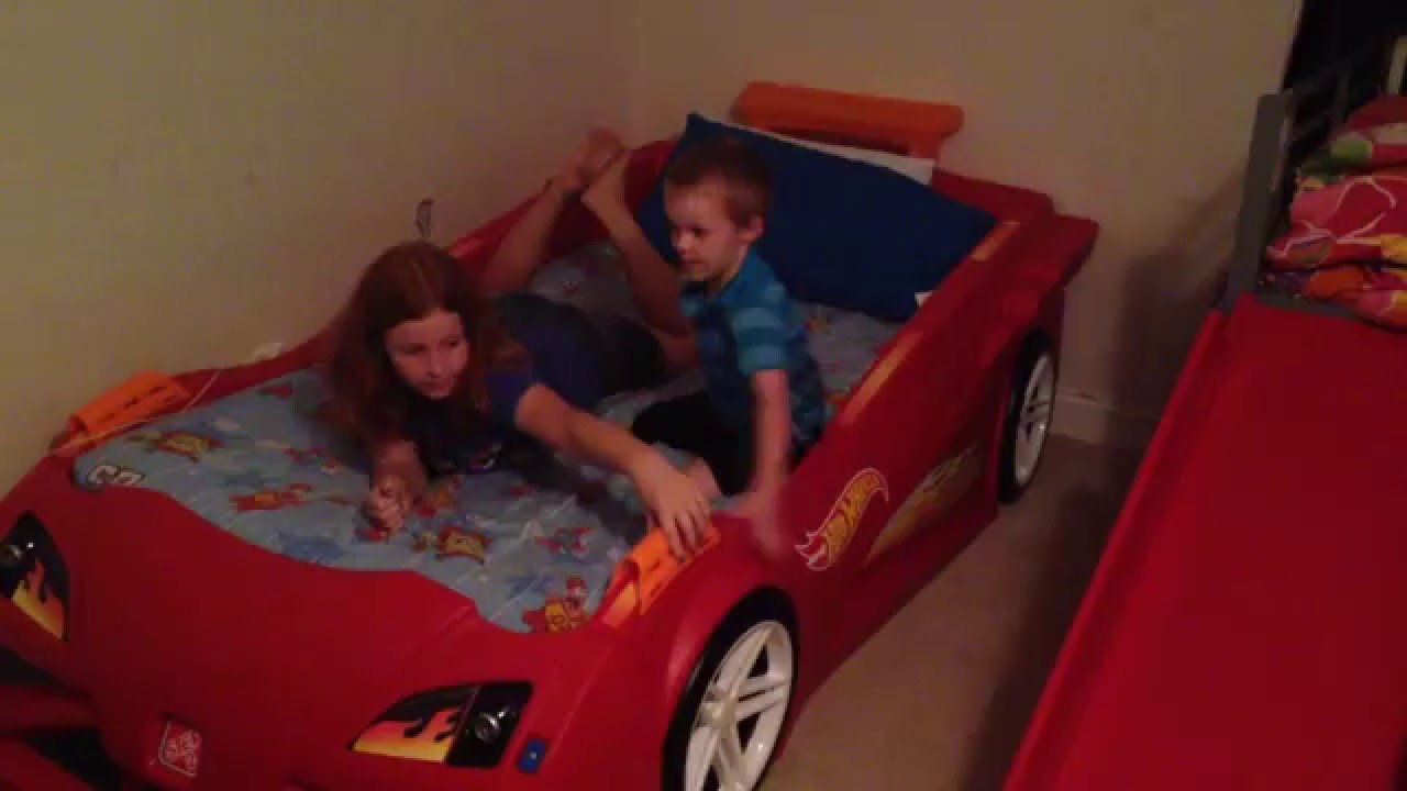 vroom, vroom! hot wheels™ toddler-to-twin race car bedstep2