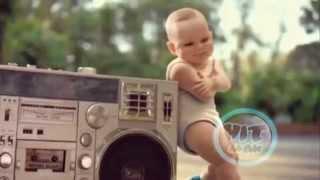Дети танцуют на роликах!!( Baby Gangnam Style   PSY )