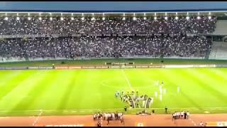 Torcida do Talleres recebe o time na entrada em campo contra o São Paulo