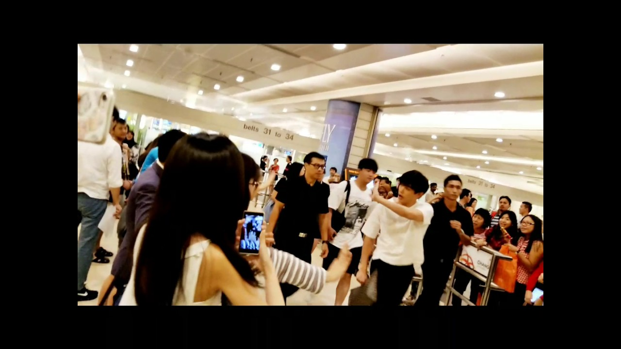 Fancam video of Eric Nam arrival at Changi Airport 28072017