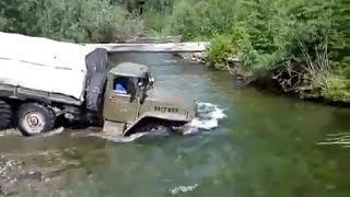 Truck Ural-4320 runs ford | Армейский Урал-4320 проходит брод