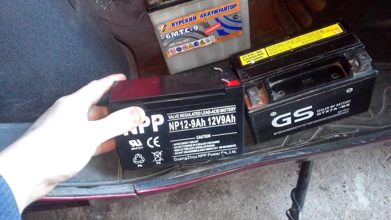 Как снять аккумулятор с мопеда Storm Indigo 125 / Как поменять .