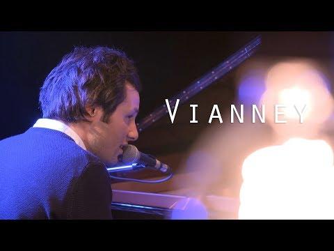 Vianney - Pas Là - Live @ Le Pont Des Artistes