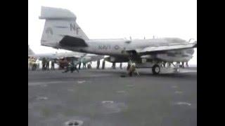 爆風やばすぎ!カタパルトからの戦闘機発射で兵士吹き飛ぶ