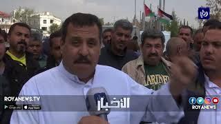 أصحاب وسائقو شاحنات يعتصمون أمام رئاسة الوزراء احتجاجاً على عمليات النقل - (11-3-2018)
