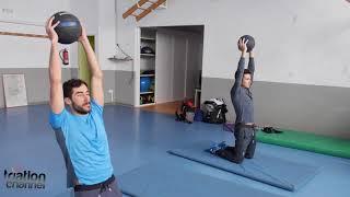 Javier Gómez Noya y Vicente Hernández, ejercicios de core, cadera y espalda