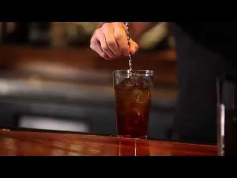 how-to-make-a-manhattan---cocktail-recipe