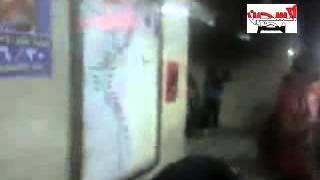 منقبة تضرب صورة مرسى بجزمة وترفع النقاب وتبصق عليه بطريقة هستريه   YouTube