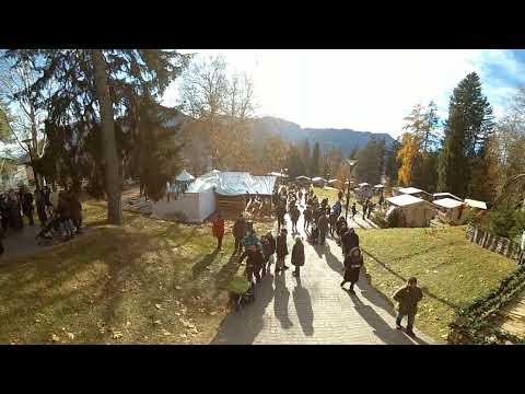 Italian Xmas market in Levico Terme 2017. Waltz Walzer dancing 360 VR, Mercatino di Natale, Trentino