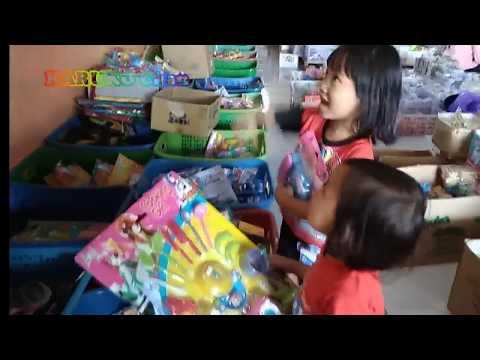 Haruko chan dan Fumiko chan membeli mainan - Haruko chan and Fumiko chan buy toys