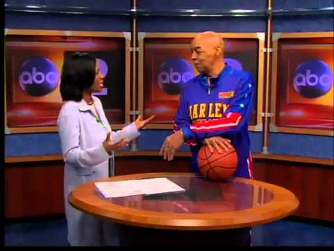 Curly Neal with Harlem Globetrotters - YouTube