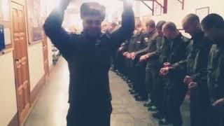 Rus askerleri halay çekiyor