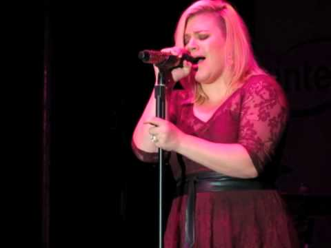 "Kelly Clarkson covers Little Big Town's ""Girl Crush"""
