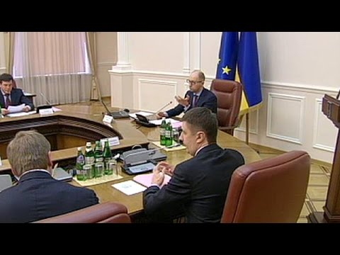 Ukrainian Prime Minister Arseniy Yatsenyuk calls on rebels to fulfill Minsk peace deal