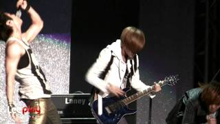 120101 Taemin playing the guitar - Lucifer Rock ver.