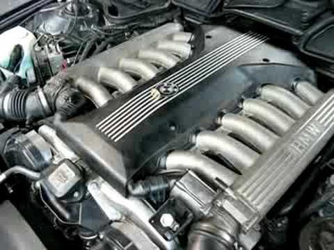 Test monety. Odpalanie silnika V12 z BMW z pionowo postawioną monetą