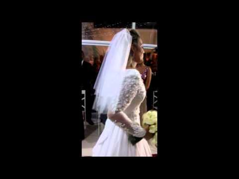 Amanda Vasconcellos cantando no Casamento Ricardo