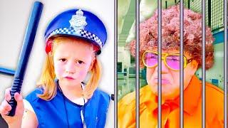 Nastya und Papa geben vor, die Polizei zu spielen, lustige Kindergeschichten