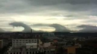 Kelvin-Helmholtz Wave Clouds Over Birmingham thumbnail