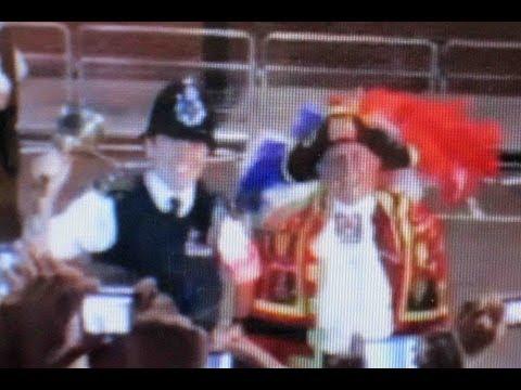 CRHnews - Met police officer rings town crier