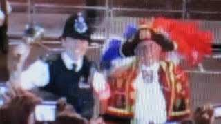 CRHnews - Met police officer rings town crier