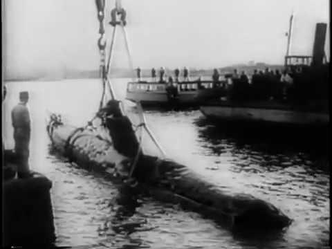 Japanese midget submarines attack Sydney Harbor