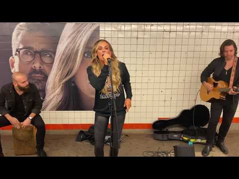 Lulu - Carly Pearce Surprised Commuters With Subway Performance