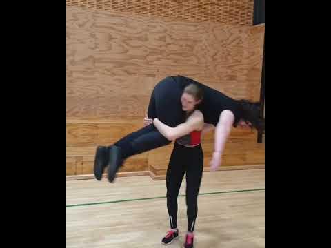 60kg girl lift carry 125kg 2