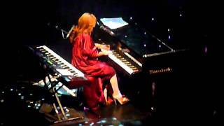 "Tori Amos - ""Beauty Queen/Horses"" live - 12-3-2011"