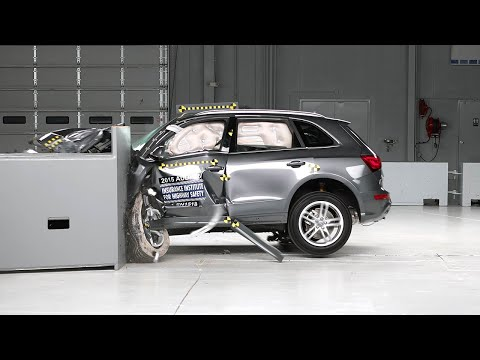 2015 Audi Q5 small overlap IIHS crash test