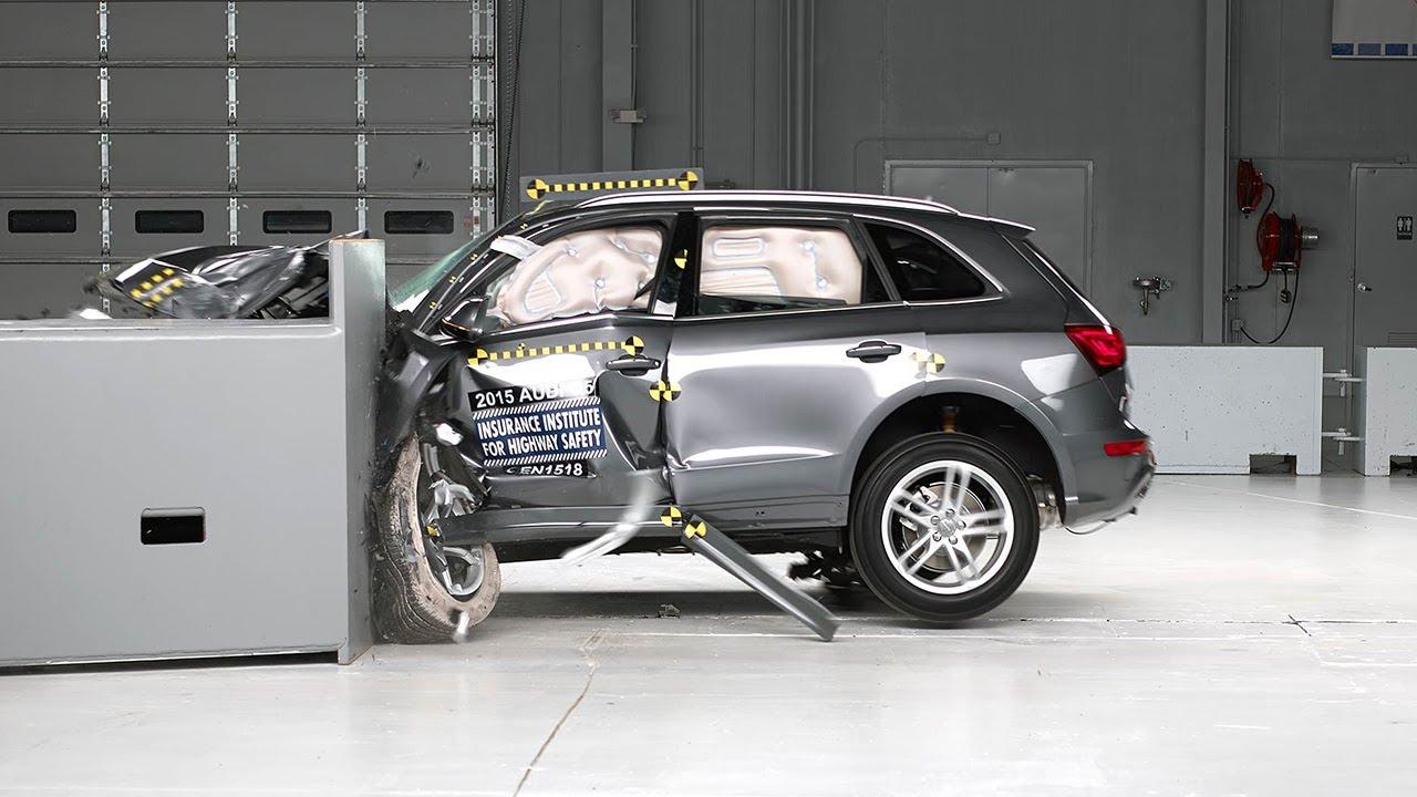 2015 Audi Q5 driver-side small overlap IIHS crash test - YouTube