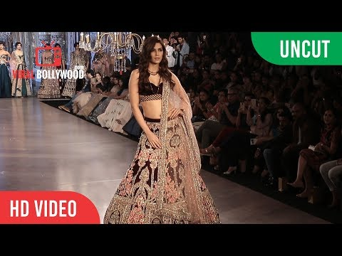 UNCUT - Kriti Sanon Unveils Mirabella Annual Wedding Collection At Bombay Times Fashion Week 2017