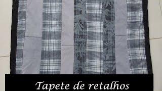 Tapete de retalhos (pernas de calça jeans e retalhos de tecido)