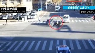 """中国 交差点で""""信号無視""""バイクが車に衝突(2021年1月12日) - YouTube"""