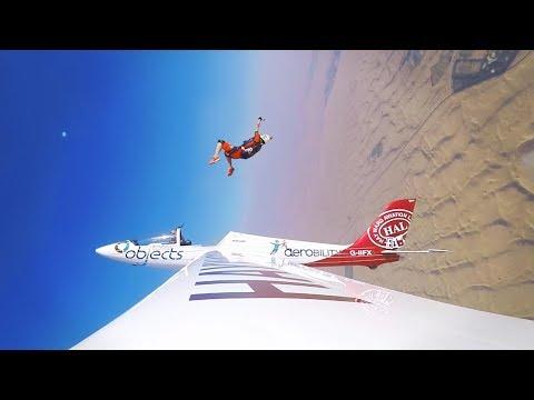 sportourism.id - Aksi-Ekstrim-Skydiver-Nicole-Smith-di-Dubai
