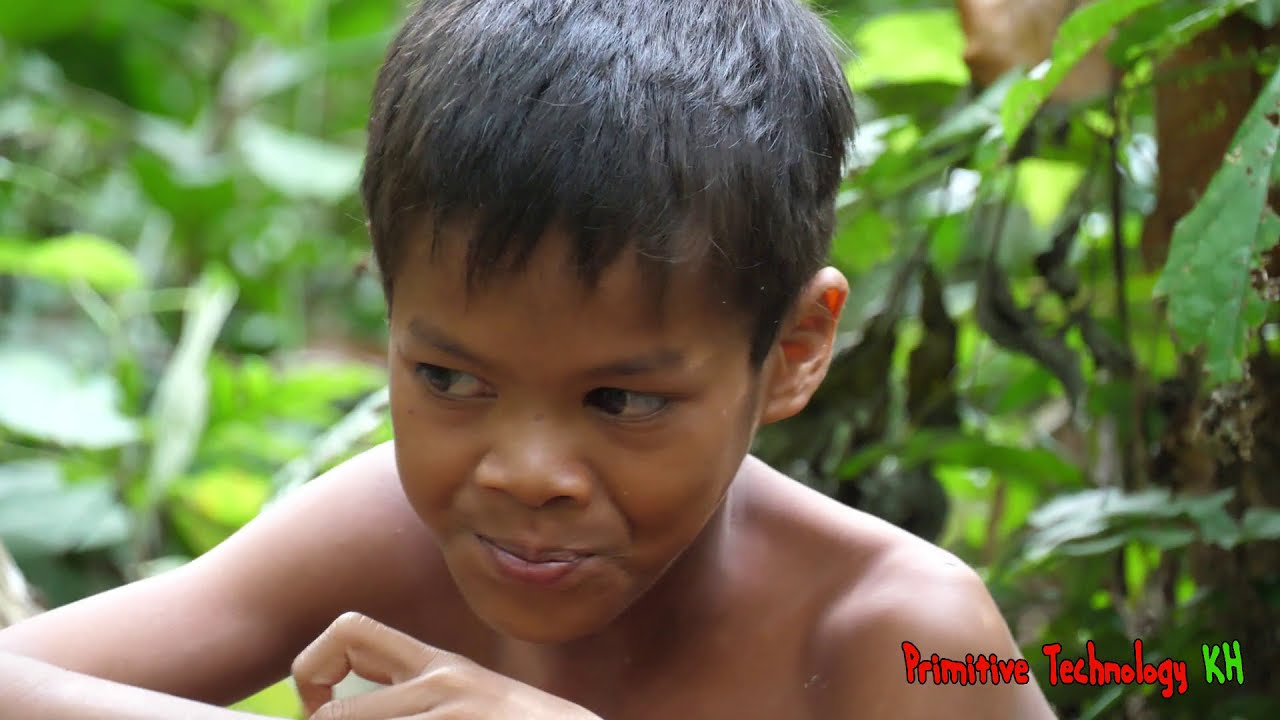 Primitive Technology - Eating delicious - Smart boy cooking pork rib