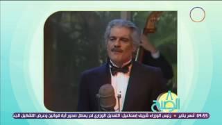 شاهد.. فيديو نادر للفنان عمر الشريف يُغنِّي فيه باللغة الفرنسية