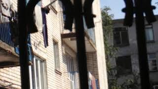 С балконов общежития БГТУ бросают мебель