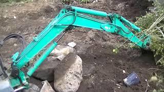 コマツ PC03 植木撤去&庭石撤去&水道管を探す工事