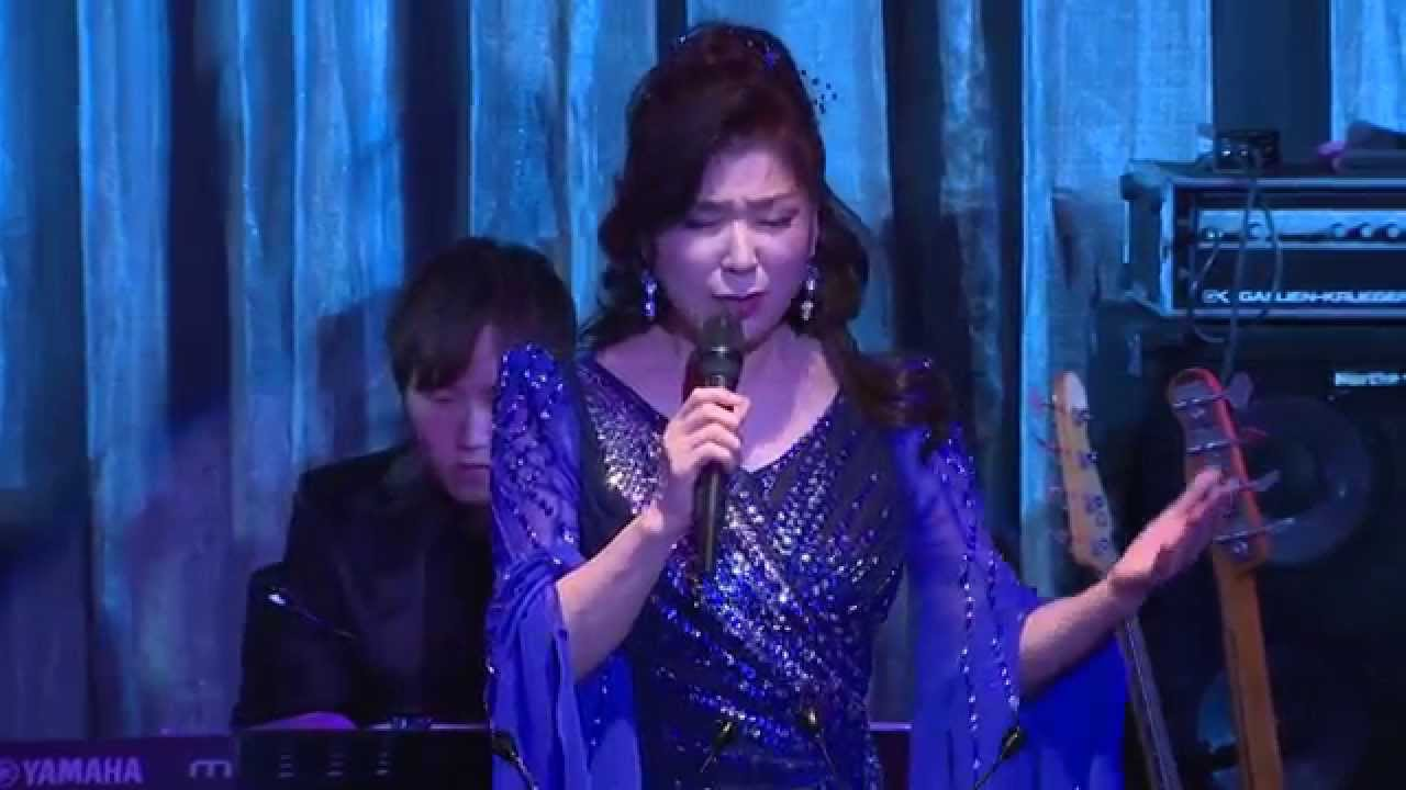 八代亜紀「雨の慕情」(LIVE) - YouTube