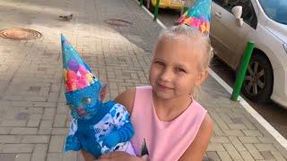 ВЛОГ Праздник День защиты ДЕТЕЙ в Мега АДЫГЕЯ ! Подарок для Алисы !