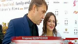 В Ярославле по красной дорожке прошли российские звезды театра и кино