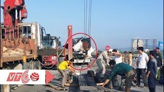 Xe khách đâm xe đầu kéo, 2 tài xế thương vong | VTC