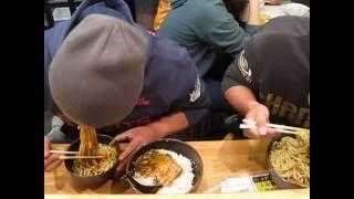 村澤 雄平 1分39秒 (筑波大学 陸上部) 早食い メガ盛り 1キロカレ...