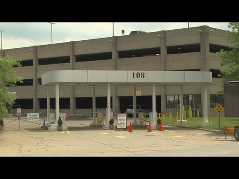 Cleveland airport parking lot closed