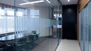 видео Цельностеклянные перегородки для офиса на заказ в Москве